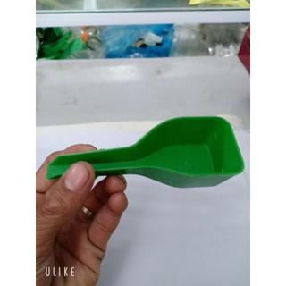Thìa xúc thức ăn cho chim bằng nhựa tiện lợi giúp cho chim ăn nhanh chóng 8