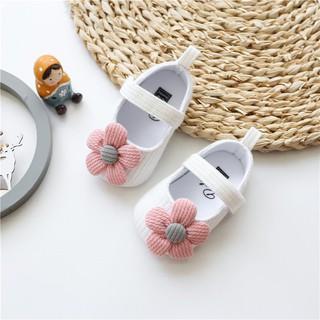 Giày tập đi đính hoa cúc mềm mại cho bé gái thumbnail