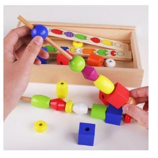 Giáo Cụ Montessori – Luồn Hạt Xiên Que