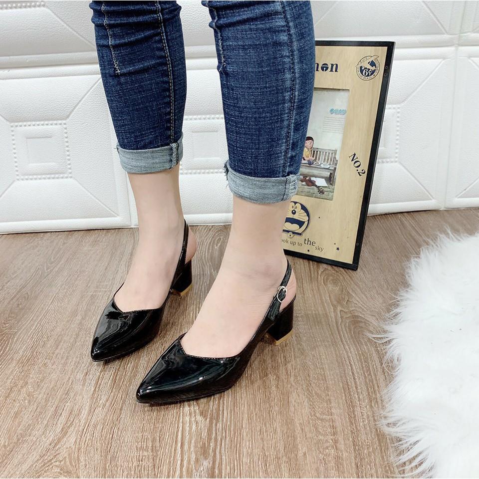 Giày sandal bít vuông trơn cao cấp