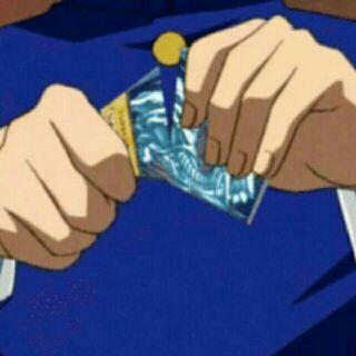 30 lá bài yugioh random và tặng thêm 10 lá random nữa :)