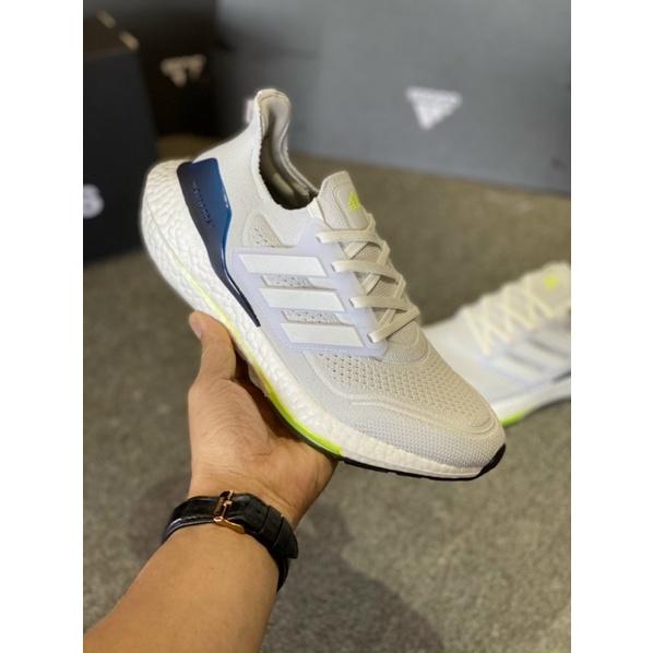 Giày Adidas YeeZy 700 Chính hãng Authentic (real)
