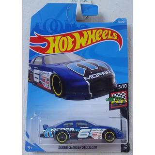 Xe mô hình Hot Wheels Dodge Charger Stock Car FYD22