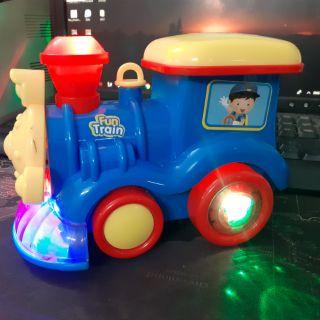 Xe lửa phát nhạc và phun hơi nước