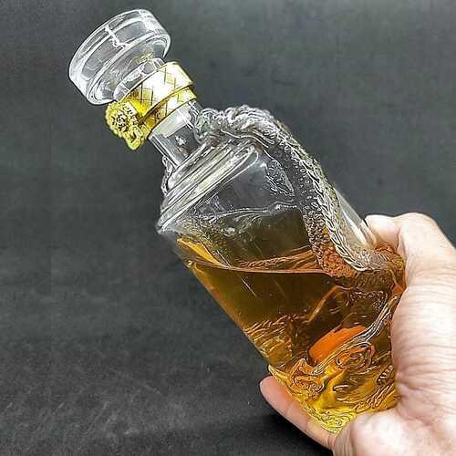 Chai Thủy Tinh Đựng Rượu 500ml (combo 2 chai) cao cấp mẫu Rồng Nổi – Vỏ chai rượu siêu trong suốt (mẫu C3)
