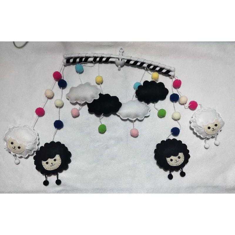 Đồ chơi treo nôi cho bé – mẫu chú cừu