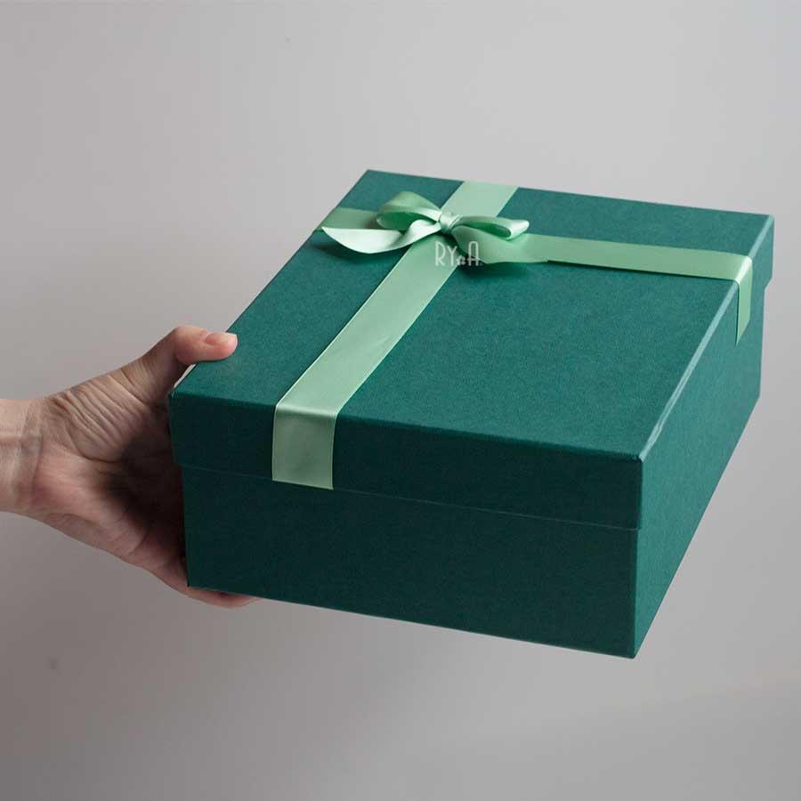 Hộp quà lớn đính nơ 24x19x9cm (xanh lá nơ xanh nhạt) 290514