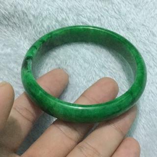 Image result for hình ảnh tay đeo chiếc vòng cẩm thạch