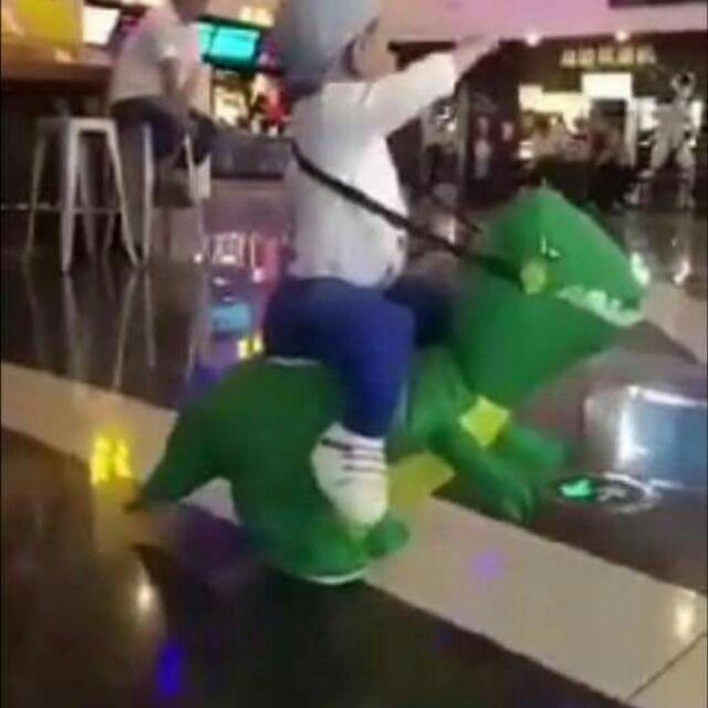 Đồ chơi khủng long hót hít cho bé