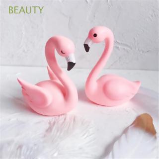 Mô hình hồng hạc dễ thương dùng để trang trí thumbnail