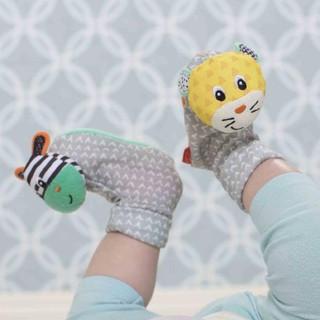 Lục lạc tất chân hình ngựa vằn và chú hổ xinh Infantino 206893 - tất cho bé sơ sinh kiêm lục lạc luyện tay - mắt thumbnail