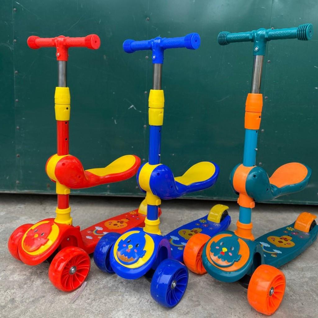 Xe thăng bằng, Xe trượt Scooter đa năng phát sáng cho bé từ 2 đến 12 tuổi,có ghế xinh xinh trượt chân cho bé