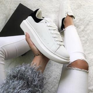 Giày thể thao sneaker 𝐌𝐂 𝐐𝐔𝐄𝐄𝐍 gót đen - thân giày da thật đế cao su đúc - cổ thấp đế cao 6cm - màu sắc trắng