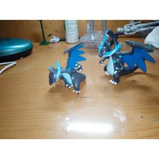 Mô hình 2 pokemon charizard X tomy và Tart