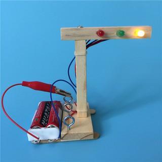 Bộ đồ chơi tự lắp ghép hình đèn giao thông dễ thương cho bé thumbnail