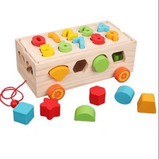 Đồ chơi giáo dục xe kéo thả hình khối và chở số chở khối