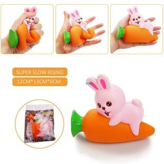 Đồ chơi hình thỏ con ôm củ cà rốt chất liệu nhựa cao su mềm