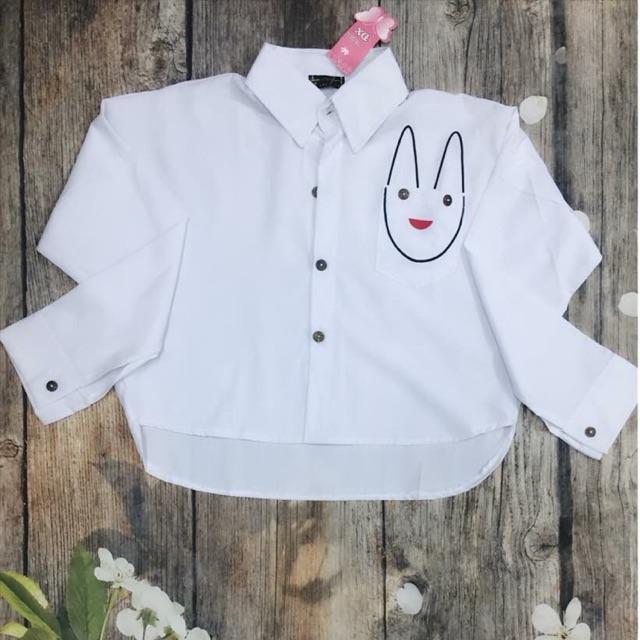 Áo sơ mi trắng croptop thỏ form rộng kèm ảnh sàn chi tiết