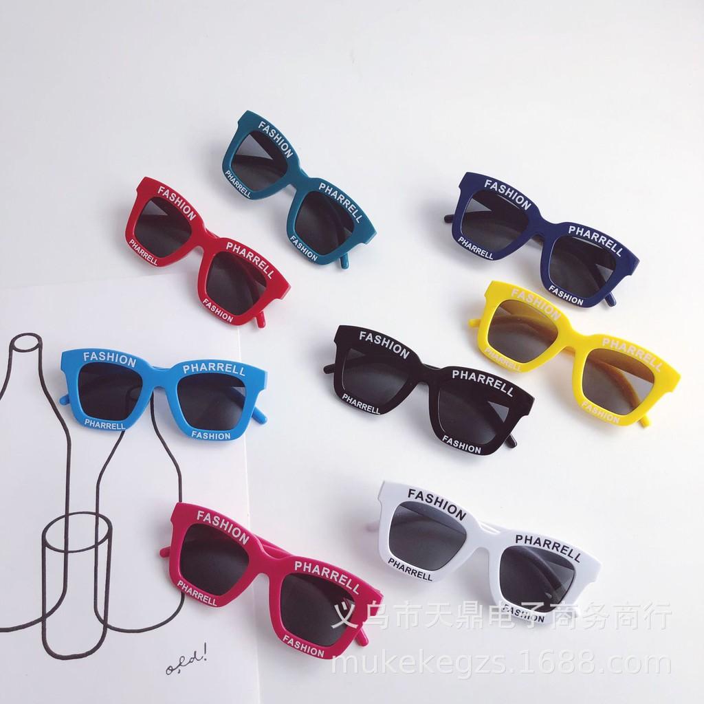 mắt kính cho bé phối chữ thời trang 2020