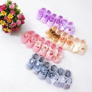 Một đôi giày hài nơ nở hoa đáng yêu cho bé thumbnail