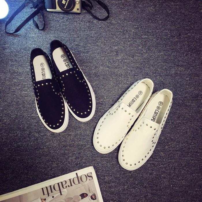 giày lười nữ viền đinh đen trắng new 2018