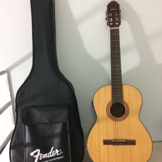 Guitar Acoustic có gắn EQ phát loa