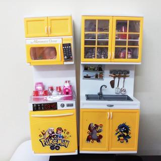 Bộ đồ chơi nhà bếp hiện đại gồm 2 khối màu vàng, hình Pokemon dùng pin. hộp 34x27x8cm. 8921F