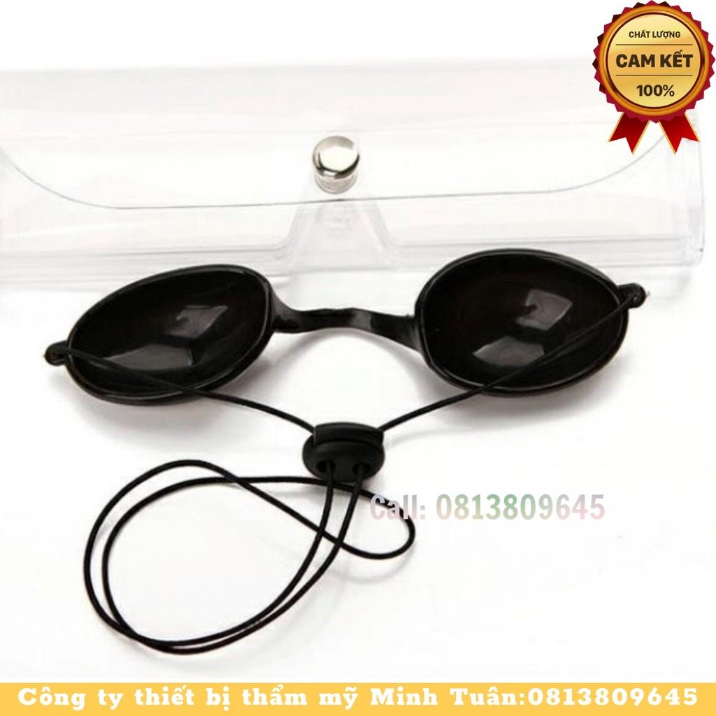 Kính đen bảo vệ mắt đeo cho khách khi triệt lông và laser,nằm vòm ánh sáng, làm liệu trình về mặt