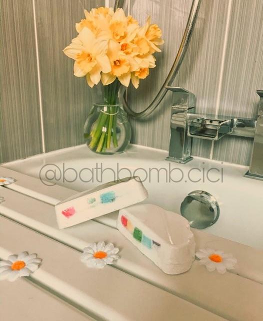 Bom tắm Cầu Vồng (Rainbow Bath Bomb)