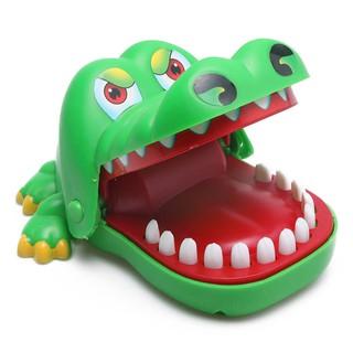 SALE SẬP SÀN!! Combo cho bé: Spinner – khám răng cá sấu – Quạt cầm tay Doreamon (màu trắng)