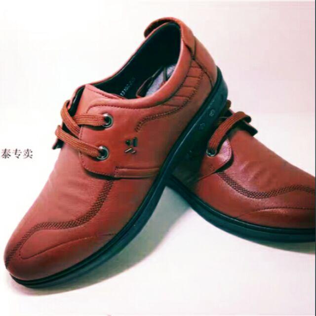 Giày tây cho nam màu nâu da bò sang lắm nha . Ở ngoài màu đậm hơn trong hình một xíu . Shop có sẵn size 41-42