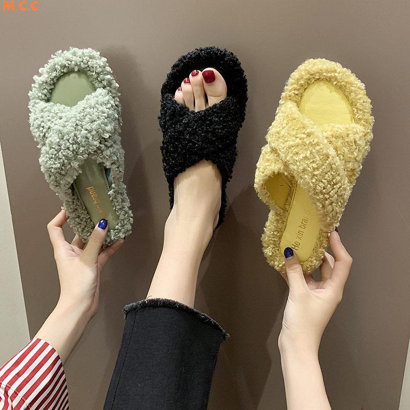 รองเท้าแตะผู้หญิงสวม 2019 ใหม่ป่าสุทธิขนแกะสีแดงขนแฟชั่นด้านล่างแบนรองเท้าแตะข้ามเข็มขัด ins น้ำ