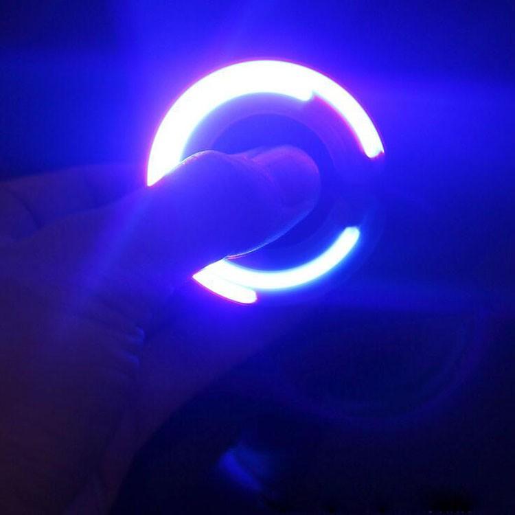 COMBO 2 HAND SPINNER CÓ ĐÈN LED - Con quay spinner - 2565560 , 315398105 , 322_315398105 , 100000 , COMBO-2-HAND-SPINNER-CO-DEN-LED-Con-quay-spinner-322_315398105 , shopee.vn , COMBO 2 HAND SPINNER CÓ ĐÈN LED - Con quay spinner