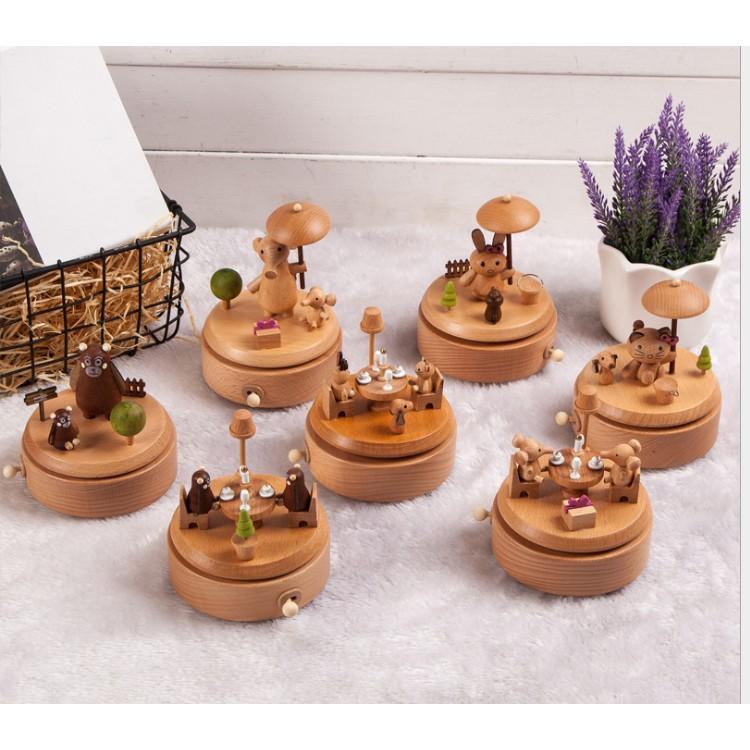 Hộp nhạc gia đình thú cưng bằng gỗ