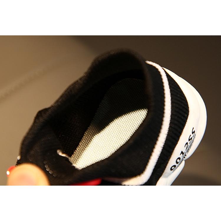 Giày Đế Mềm Hình Sâu Bướm Xinh Xắn Cho Bé 0-3 Tuổi
