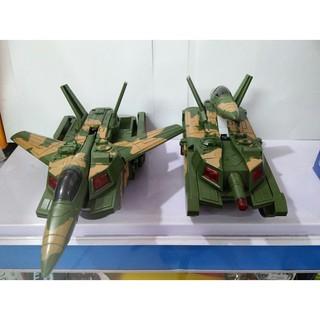 Đồ chơi xe tăng biến thành máy bay chiến đấu