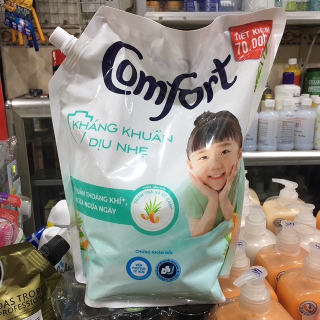 Nước Xả Vải đậm đặc Comfort kháng khuẩn dịu nhẹ túi 2.4L