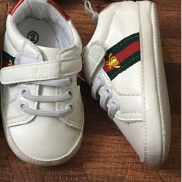 Giày của bé