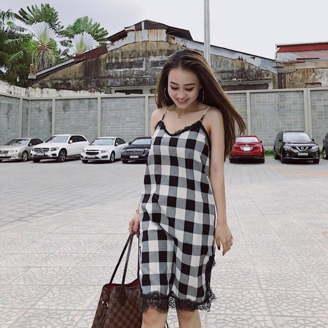 Váy hai dây caro viền ren