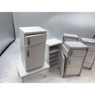 Mô hình tủ lạnh mini bằng gỗ trang trí nhà búp bê.Tủ lạnh gỗ tỉ lệ 1/12