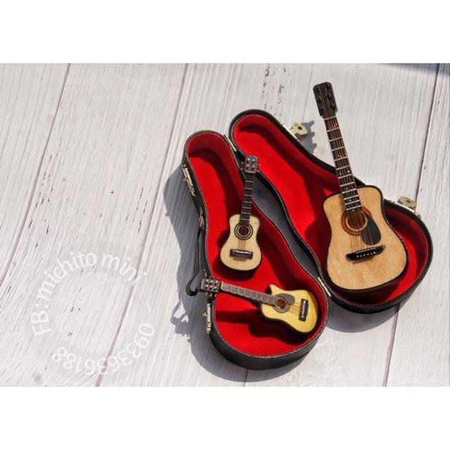 Mô hình nhạc cụ Mini - Đàn Guitar Gỗ căng dây kèm Box da và Kệ đứng cho Nhà Búp bê - 21754329 , 2715738794 , 322_2715738794 , 128000 , Mo-hinh-nhac-cu-Mini-Dan-Guitar-Go-cang-day-kem-Box-da-va-Ke-dung-cho-Nha-Bup-be-322_2715738794 , shopee.vn , Mô hình nhạc cụ Mini - Đàn Guitar Gỗ căng dây kèm Box da và Kệ đứng cho Nhà Búp bê