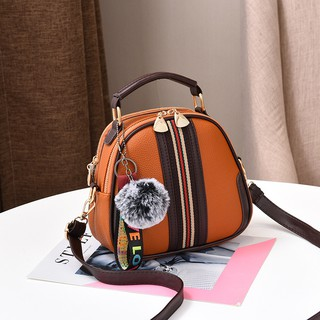 Túi xách nữ thời trang tặng kèm móc khóa bông