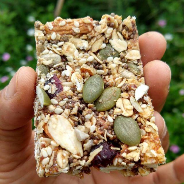 กราโนล่าบาร์ หรือ ธัญพืชอัดแท่ง ราคาแพ็คละ 89 บาท หนัก 125-128 กรัม
