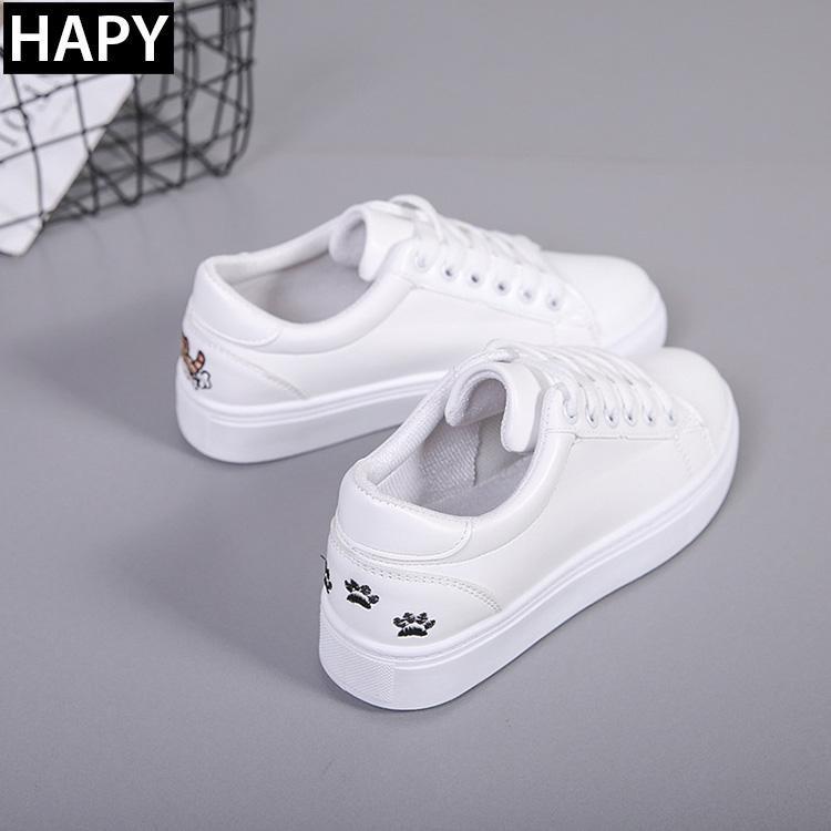 Giày sneaker nữ thêu mèo GTT32 trắng đen.