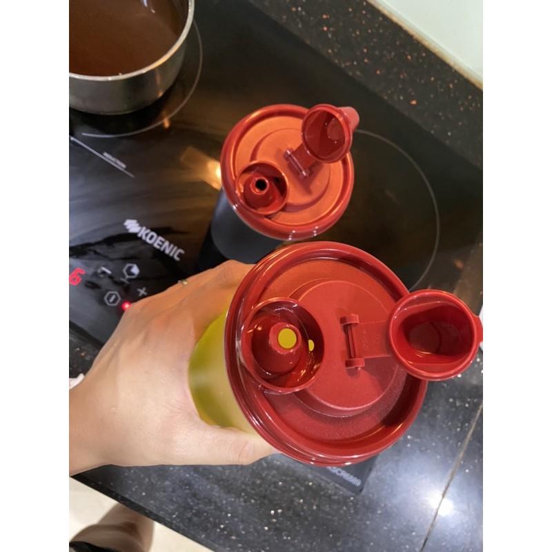 Bình đựng dầu ăn, nước mắm tupperware 200ml, 440ml, 650ml, 890ml(xem hướng dẫn cách đóng mở ở video ạ)