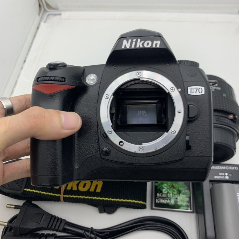 Bộ máy ảnh Nikon D70 kèm Lens nikon 35-70f3.3-4.5