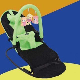 Ghế nhín có tặng kèm thú cho bé yêu.có 2 màu xanh và đỏ bạn nhé… Ghế rung kiểu mới có khung ghế rộng hơn,ó độ vững tốt