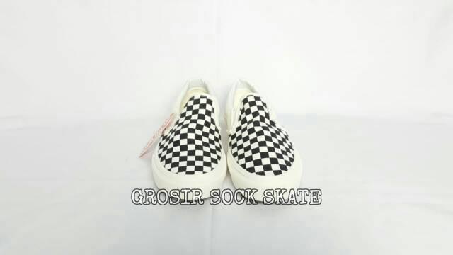 Giày Lười Vans Màu Trắng Đen Năng Động Thời Trang