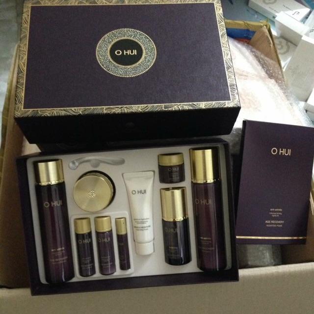 Bộ mỹ phẩm OHUI BABY COLLAGEN cung cấp colagen. Mỹ phẩm OHUI  đã cho ra đời dòng Age Recovery phiên bản mới màu tím ccap