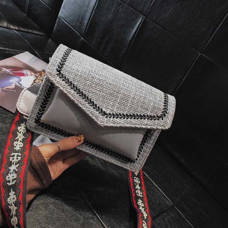 Túi đeo chéo da phối vải dạ kèm dây họa tiết lạ  - T886